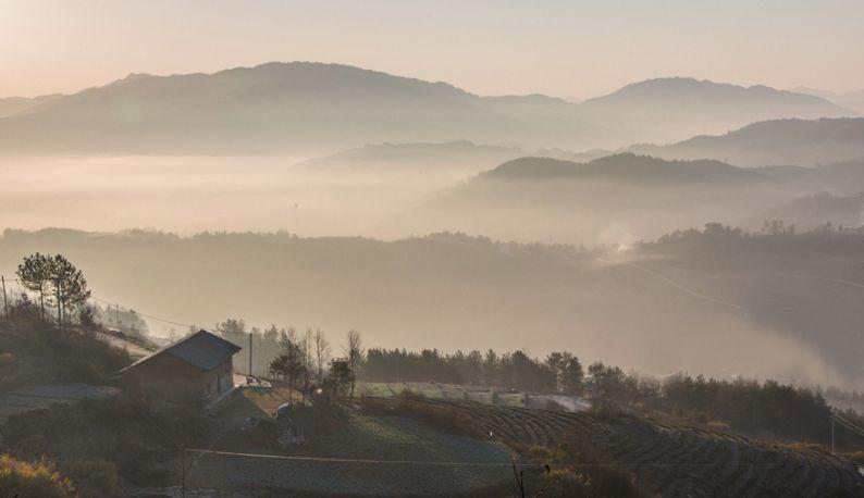 薄雾中的竹溪马鹿山 美若画卷