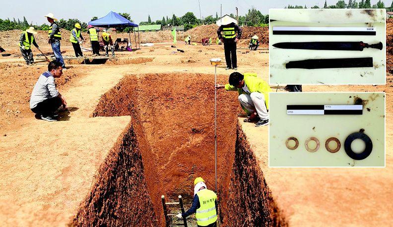 荆州博物馆考古队抢救性发掘东周楚墓