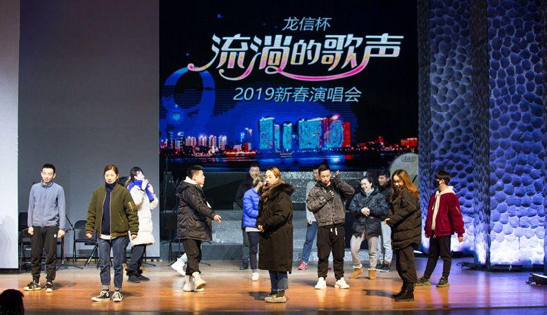 """""""流淌的歌声""""新春演唱会提前看:舞美时尚灯光炫酷 现场上演湖北版《声入人心》"""