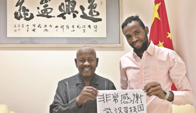 9岁来汉学艺,他将武汉杂技传向非洲