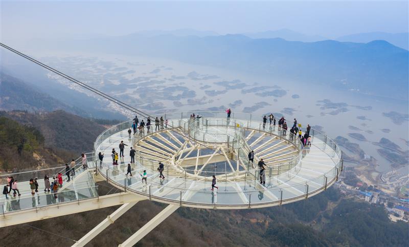 在湖北!全球最大单体玻璃观景平台迎客