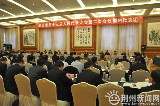 曹广晶参加荆州代表团审议
