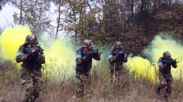三峡武警举行冬季反恐野营拉练