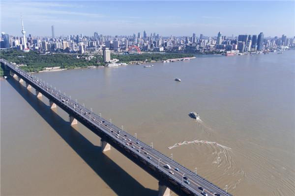 """從""""百年水患""""變""""百里畫廊"""" 看武漢江灘的20年蛻變"""