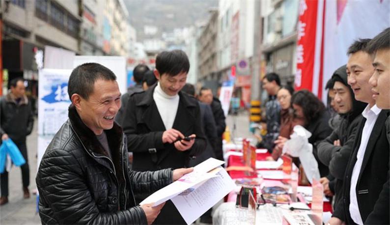 湖北鹤峰:岗位送到家门口 就业扶贫惠民生