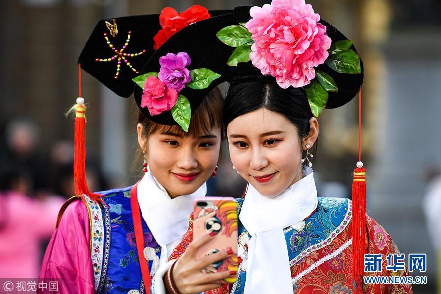 英国华人庆祝春节 中国特色文化元素引人注目