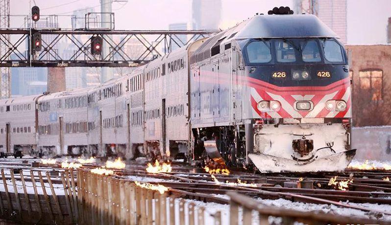 """芝加哥""""火烧铁轨""""应对极寒天气"""