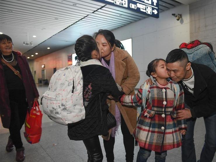 变化中彰显中国发展活力——透视过年方式之变