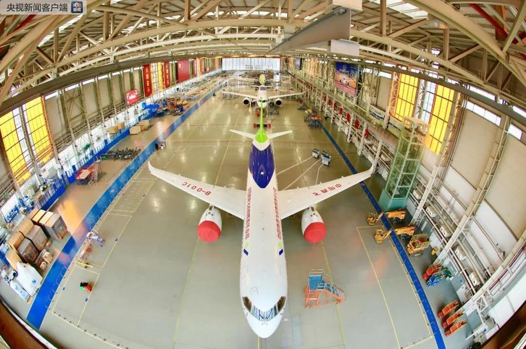 来一张!C919大型客机三机首次同框迎新春(图)