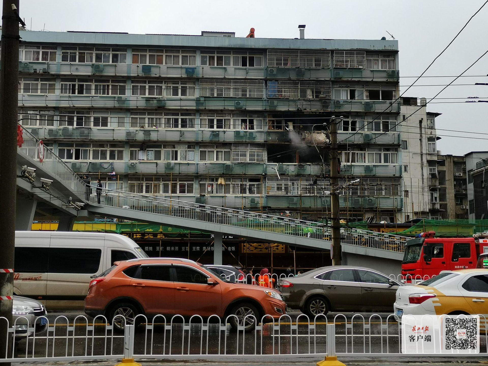 武昌区千家街一居民楼起火,起火前有爆炸声