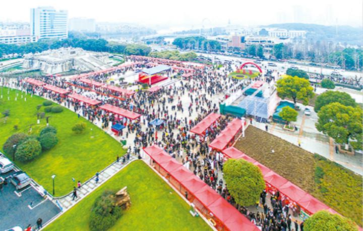 """鄂州举行2019年""""春风行动""""大型招聘会"""