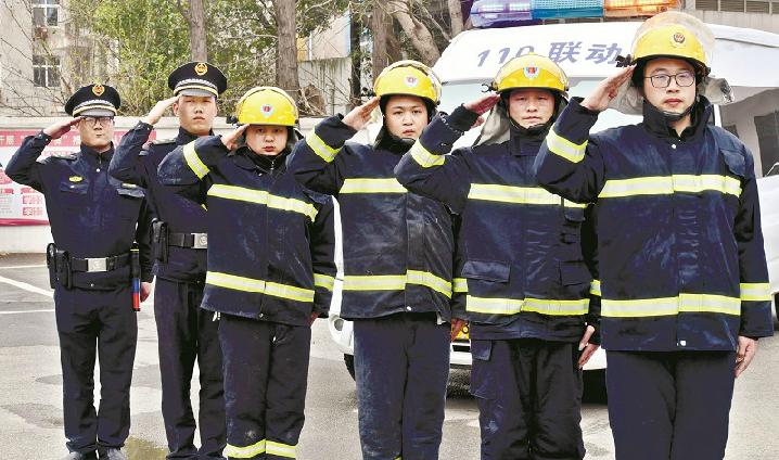 江城90后城管队员变形记 4套制服4重身份1日三变7年坚守