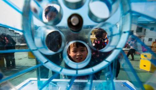 科普大篷车走进江西山村 学童体验3D打印等科技展品