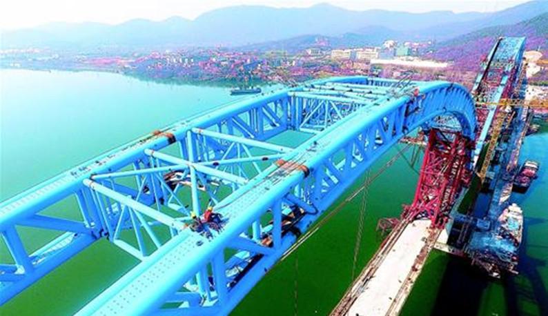 汉十高铁?#33322;?#29305;大桥主体完工