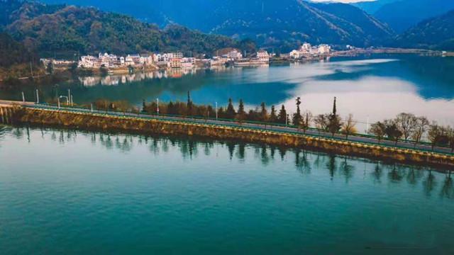 黄山太平湖春光如画碧波如镜