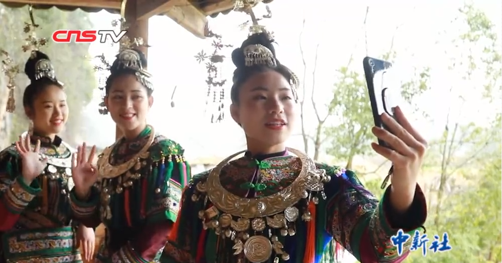 """贵州""""00后""""侗族""""七仙女""""用直播传播侗族文化"""