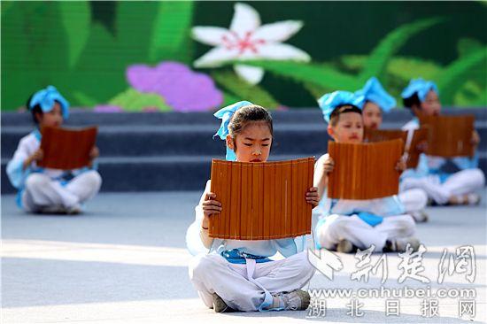 """枝江兩千學子""""同聲誦經典""""傳承傳統文化"""