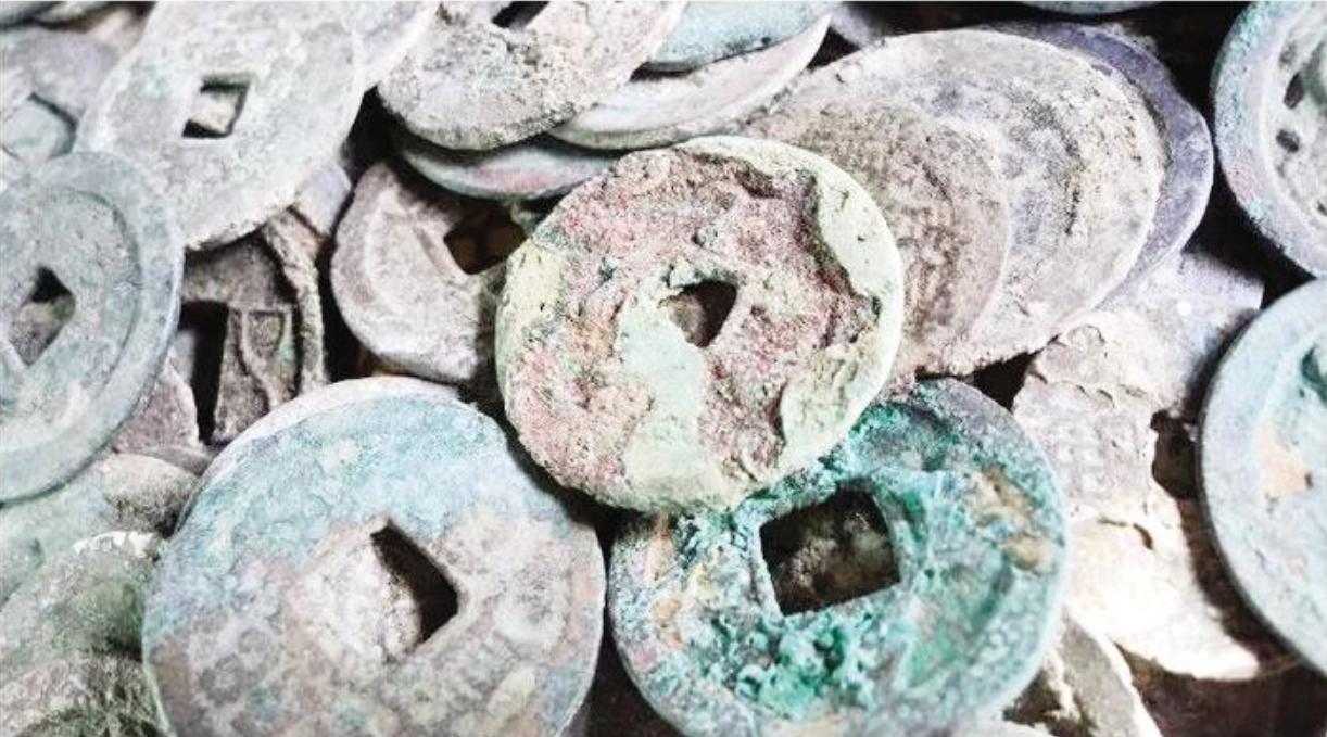 十堰?#36136;?#21306;挖出数千枚北宋时期古钱币