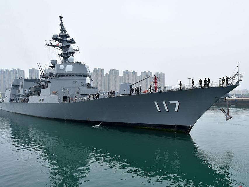 来华参加多国海军活动的外国舰艇抵达青岛