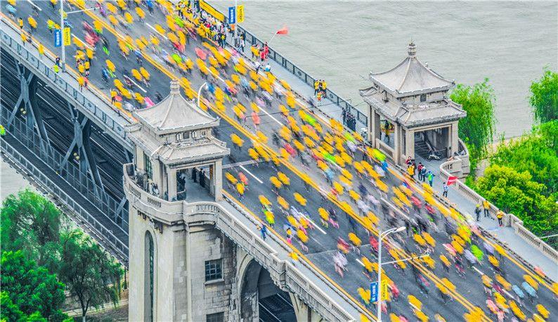 2019武汉马拉松2.4万人开跑