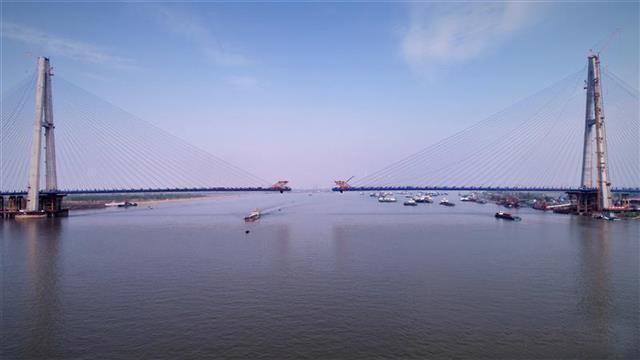 武漢青山長江大橋南岸斜拉索全部掛設完成