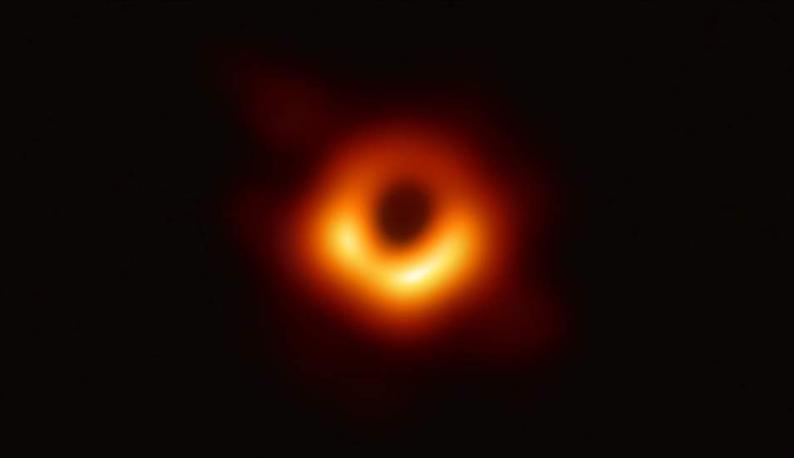 首张黑洞照片公布!你看你看,黑洞的脸!