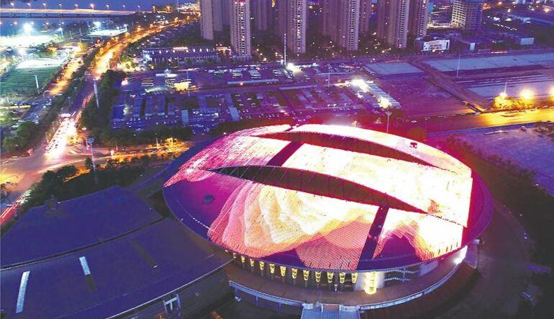 武汉军运会主场馆亮灯