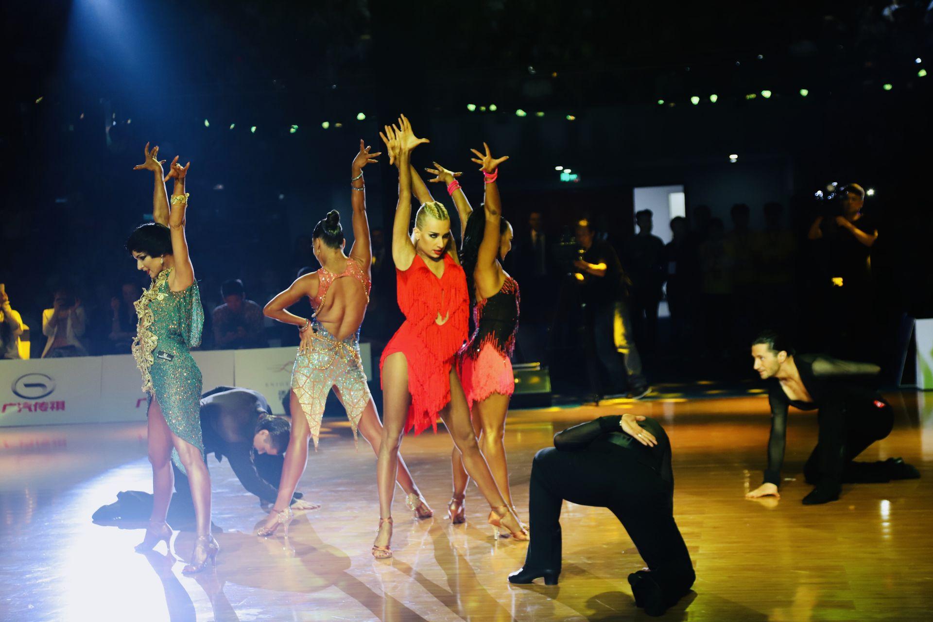 """WDSF国际体育舞蹈公开赛开幕 5700余""""舞林高手""""同台竞技"""