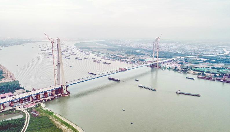 长江上最宽桥梁 青山长江大桥合龙贯通