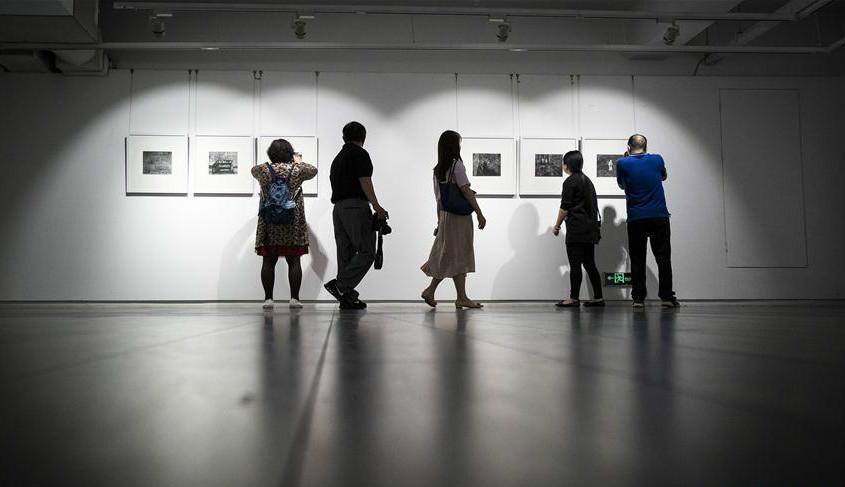 """""""大时代·大写意——杨发维摄影作品展""""在武汉举行"""