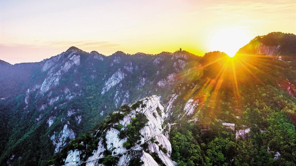 黄冈大别山世界地质公园揭牌 罗田天堂寨景区再添世界级名片