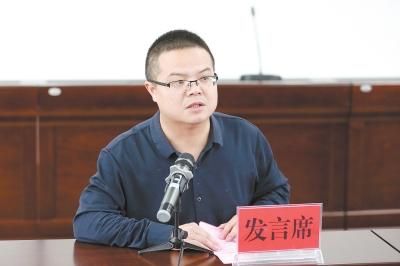 急速赛车开户蕲春县新闻中心陈钰:大道直行写忠诚