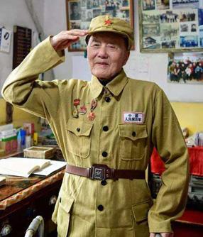 你是一座山 ——记深藏功名的共产党员、战斗英雄张富清