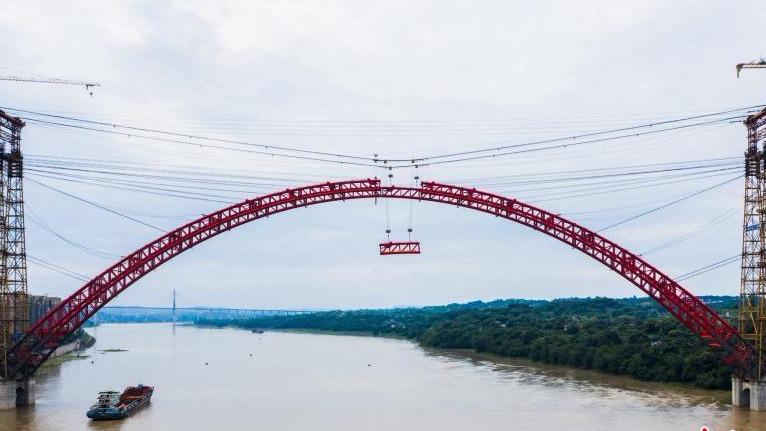 飞燕式操逼_世界主跨跨径最大飞燕式钢管混凝土系杆拱桥合龙