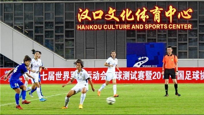 军运会足球测试赛在汉口文体中心举行