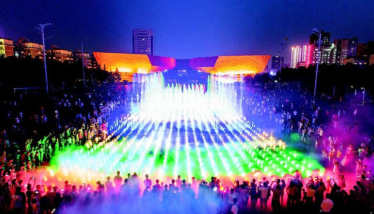 武昌首义广场喷泉惊艳亮相