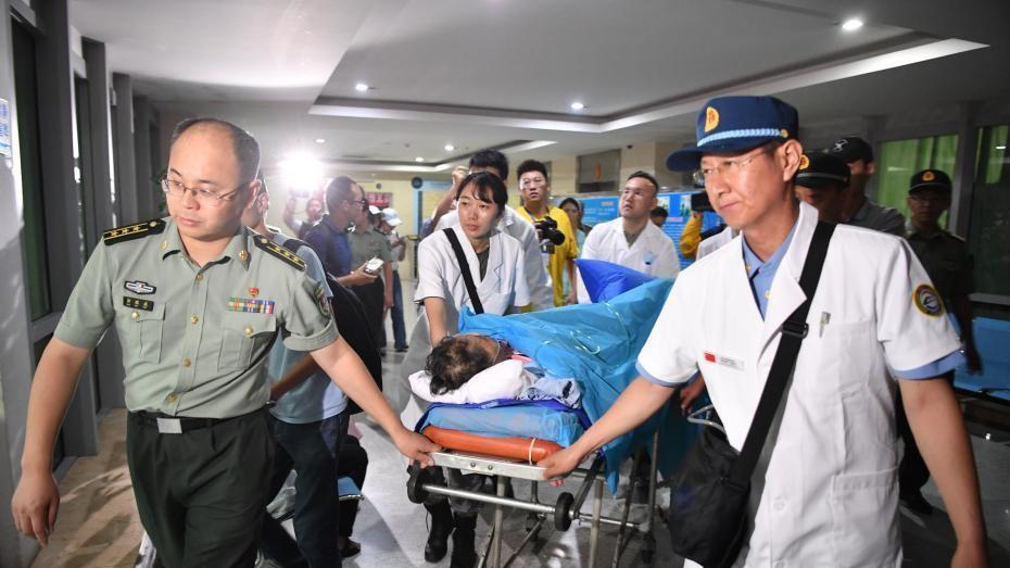 首批老挝车祸受伤中国游客回国