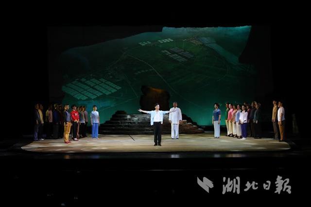 荆门花鼓戏《乡月照人还》进京演出 代表湖北参加全国基层院团戏曲会演