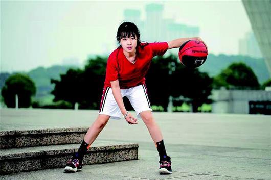 亿元篮球,湖北女孩痴迷篮球 抖音粉丝高达192万