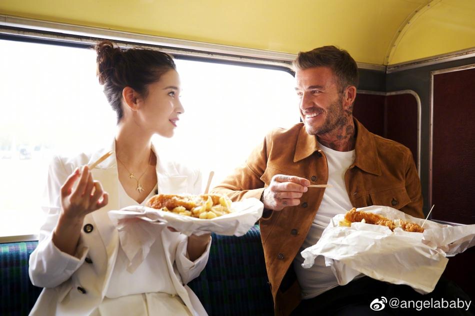 baby晒与贝克汉姆合影北京卫视直播在线观看喊话:请你吃大闸蟹!