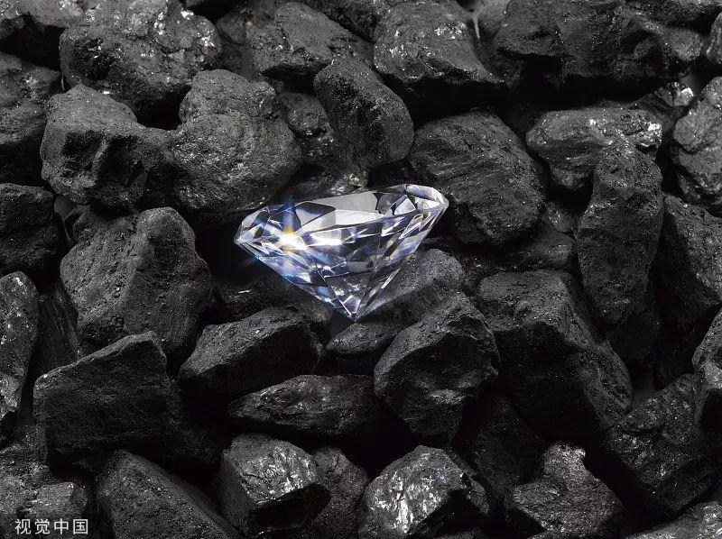 """""""科学家造出有史以来最黑材料 能让钻石秒变""""黑洞"""""""