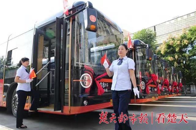 """""""一条线路串起十个红色景点  武汉开通首条""""爱国主义教育公交专线"""""""