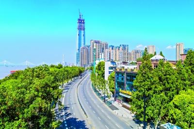 长江主轴左右岸大道全线完工 城市中轴景观带迎军运展新颜