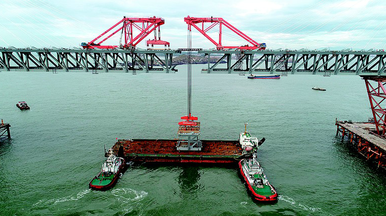 """全球建设难度最大桥梁""""武汉造"""" 平潭海峡公铁两用大桥正式合龙"""