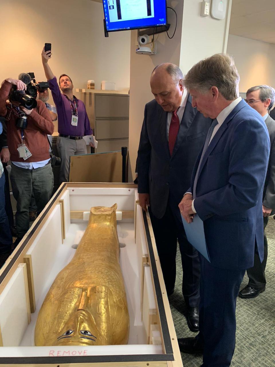 """""""埃及流失文物""""牧师纳吉姆·安赫金棺""""回归"""