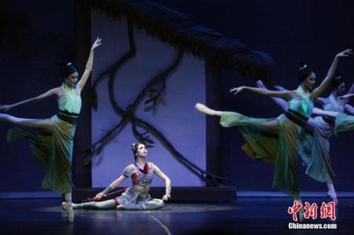 足尖艺术演绎中国故事 中国芭蕾舞剧《花木兰》多伦多上演