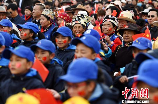 西藏松赞干布故里举办文艺汇演迎国庆