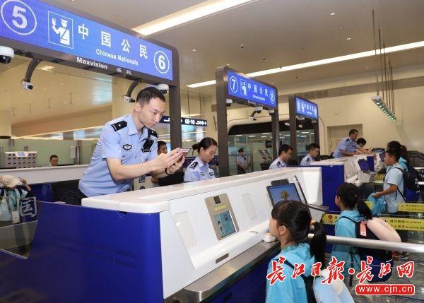 国庆长假武汉机场将有6.5万人次出入,请提前2小时到错峰通关