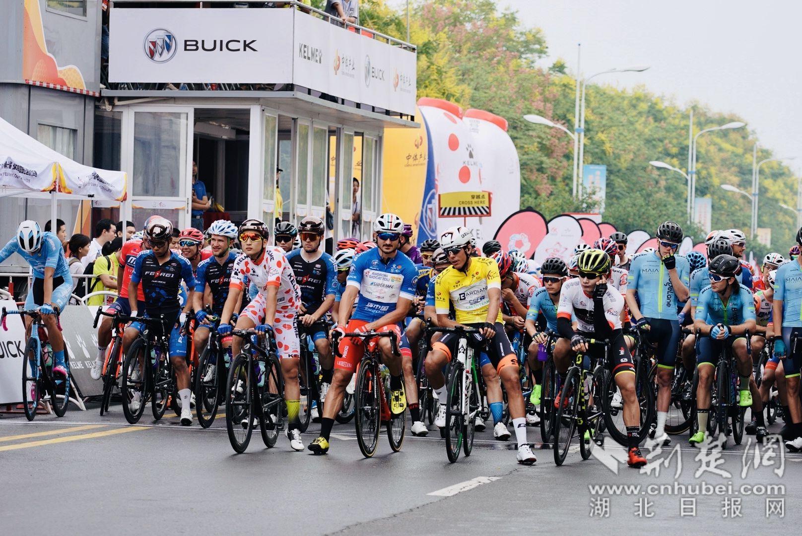 第十届环中国国际公路自行车赛宜昌枝江赛段鸣枪开赛(图)