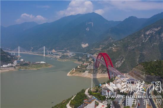 秭归长江大桥通车保电进行时